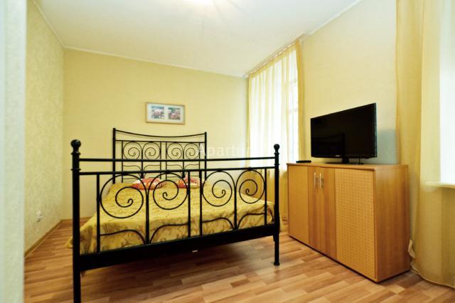 2-комнатная квартира на Наб. р. Фонтанки,  д. 38 в Санкт-Петербурге