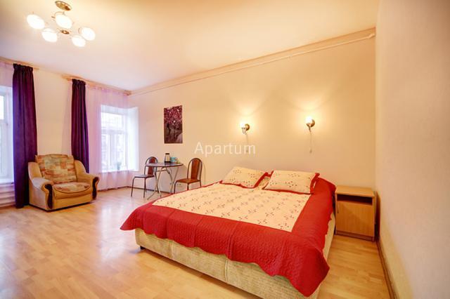 1-комнатная квартира на Видовая квартира-студия посуточно на Невском проспекте, д. 74-2 в Санкт-Петербурге