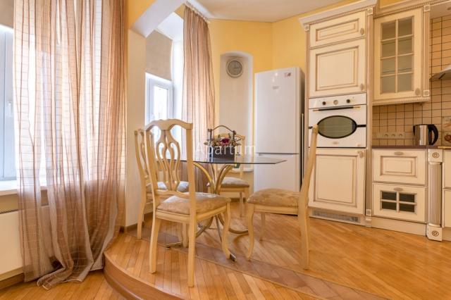 3-комнатная квартира на Трехкомнатная квартира на Невском проспекте в Санкт-Петербурге