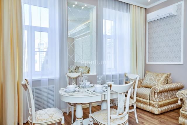 2-комнатная квартира на Апартаменты в классическом стиле у площади Искусств в Санкт-Петербурге